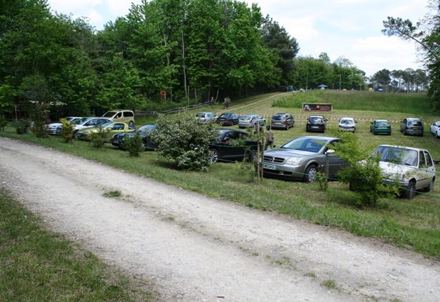 Un grand parking pour acceuillir tous les participants